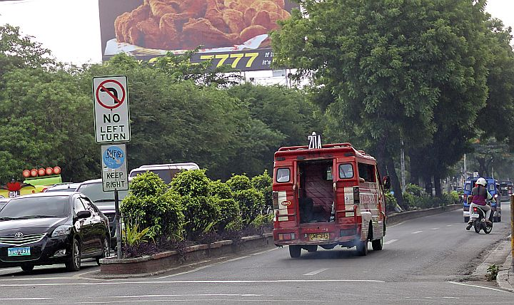 CENTER ISLAND AT POPE JOHN PAUL II AVE. FOR DEMOLITION/JULY 7, 2015: Cebu City mayor Michael Rama will meet DENR Secretary Paje to issue a permit for the removal of or cut the trees and demolish the center island at Pope John Paul II Ave. in time for the APEC Summit.(CDN PHOTO/JUNJIE MENDOZA)